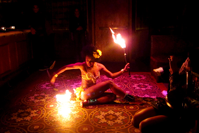 Fire Dancer - La Descarga
